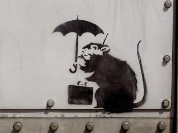https___jp.hypebeast.com_files_2019_01_banksy-tokyo-rat-with-umbrella-1.jpg